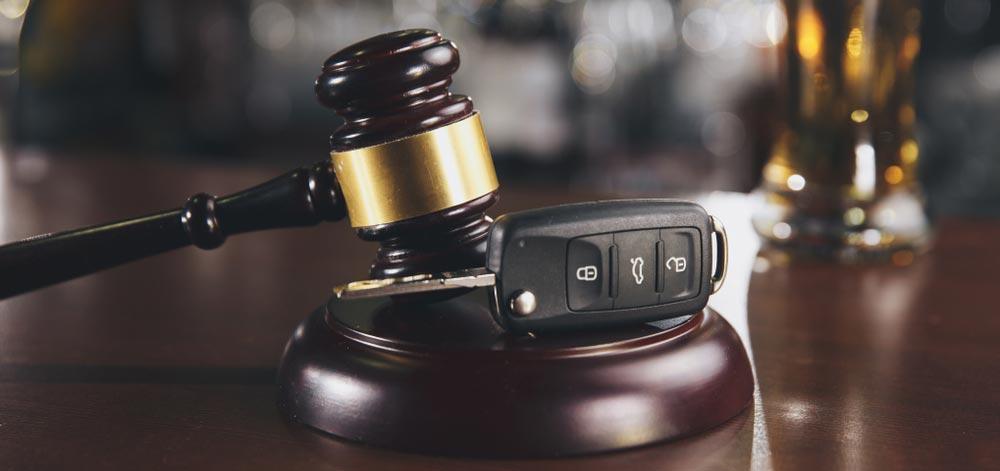 A judges gavel next to a set of car keys.